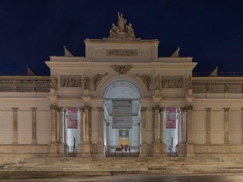 A Roma FUORI dal Palazzo un'opera d'arte prende vita, solitaria e visibile